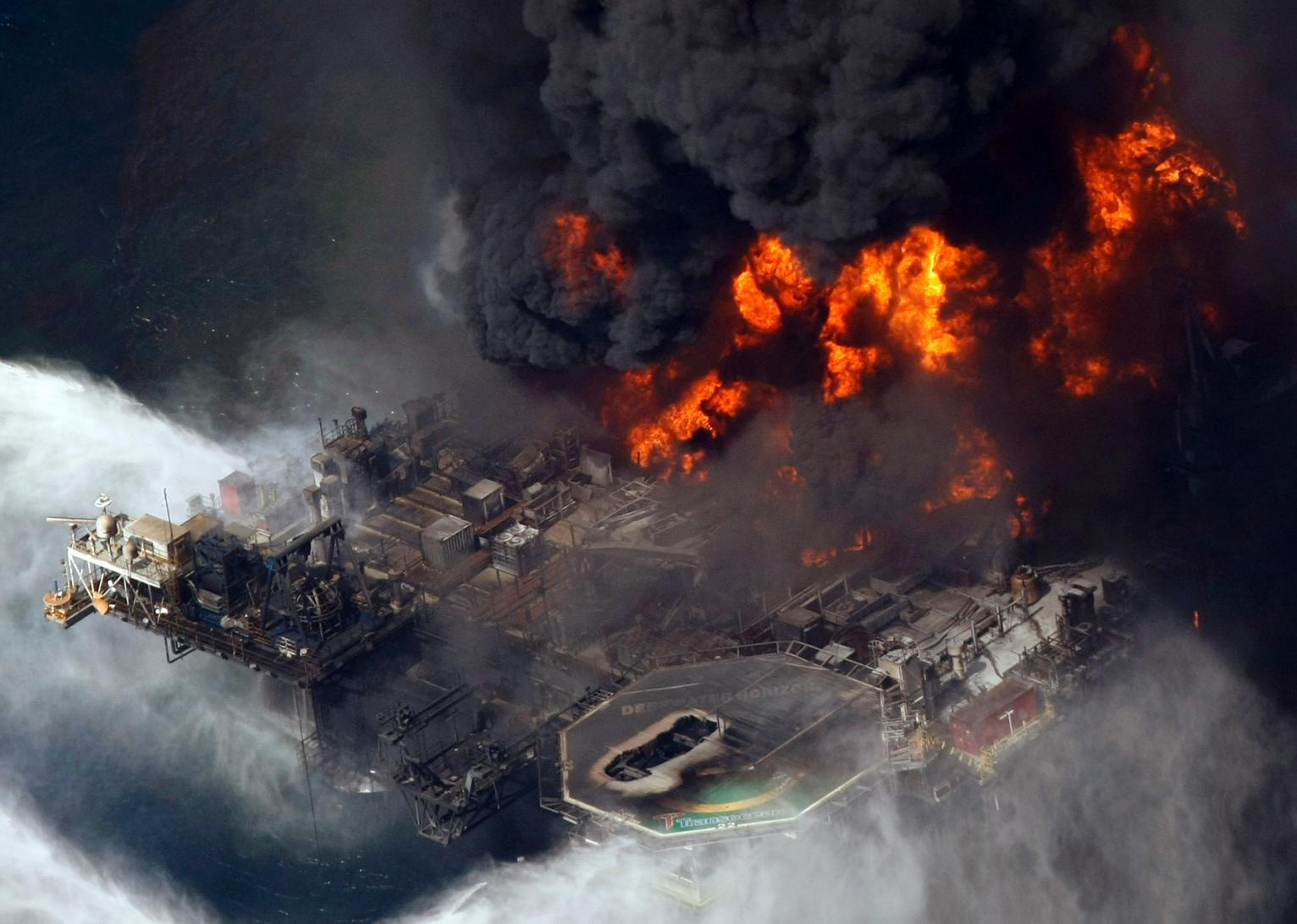 سه کشته و ٦ مفقود در حادثه انفجار سکوی نفت و گاز پترو براس