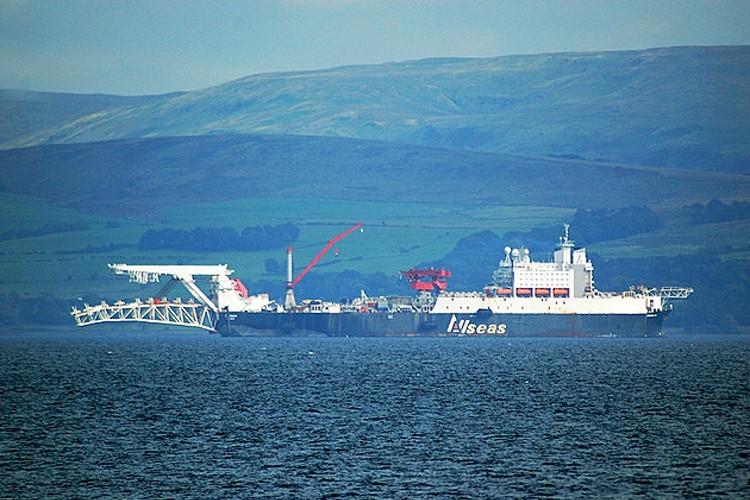 سولیتر: بزرگترین شناور لوله گذار جهان