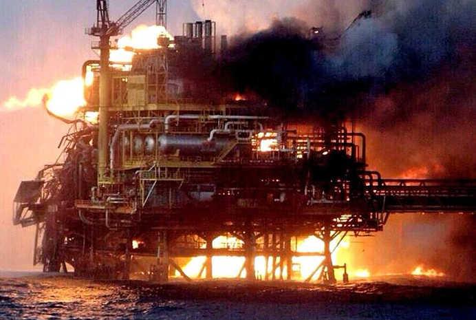 آتشسوزی در سکوی نفتی آذربایجان جان ٣٢ تن را گرفت