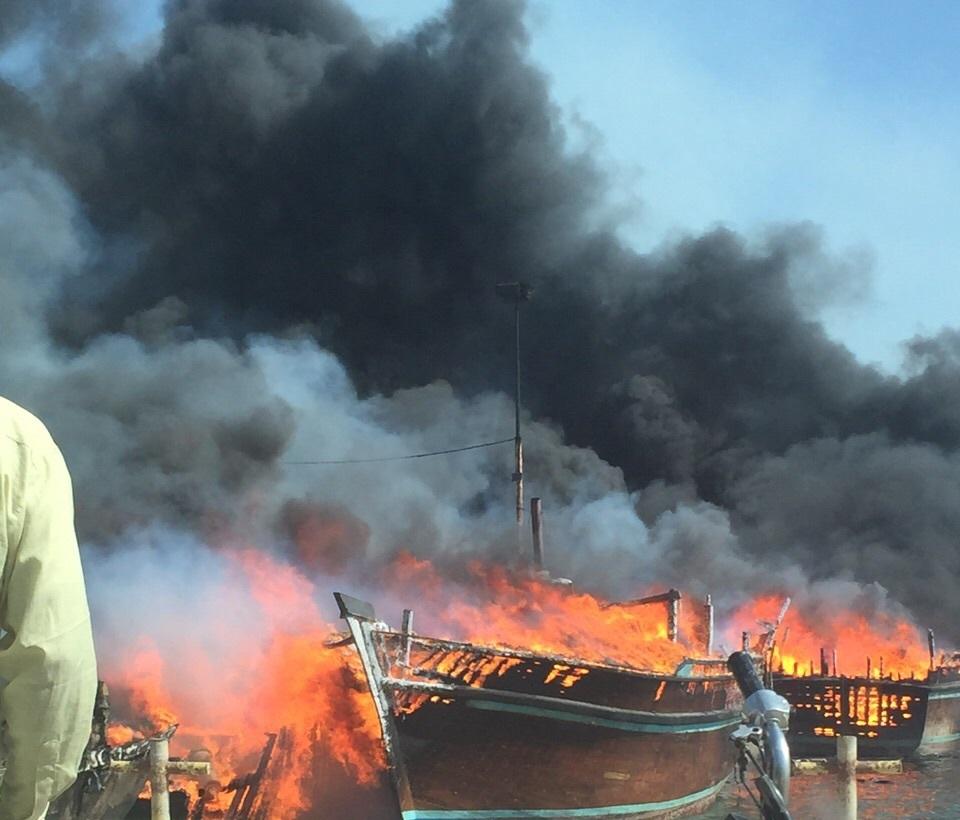 هشت شناور در اسکله بندر صیادی آبادان آتش گرفت