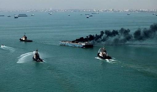 کشتی باری در ژاپن آتش گرفت