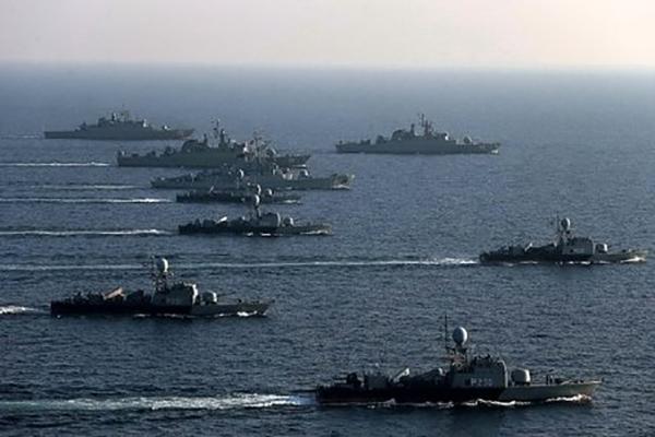رژه دریادلان  نیروی دریایی بر پهنه آبهای آزاد