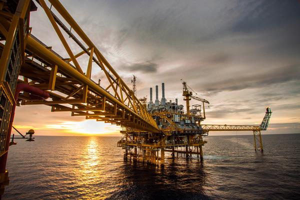 ایران از حضور شرکتهای بینالمللی در طرحهای نفتی استقبال میکند