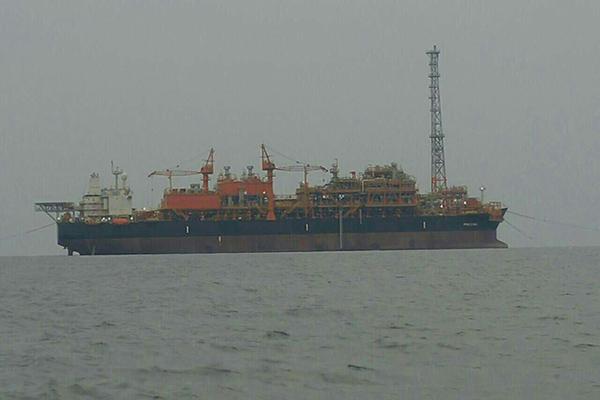 عملیات استقرار نخستین شناور پالایشگاهی در خلیج فارس آغاز شد