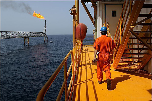 افزایش ۹۰ درصدی درآمدهای نفتی ایران در سال ۲۰۱۶