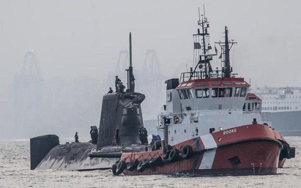 برخورد یک زیردریایی هستهای انگلیس با یک فروند کشتی تجاری