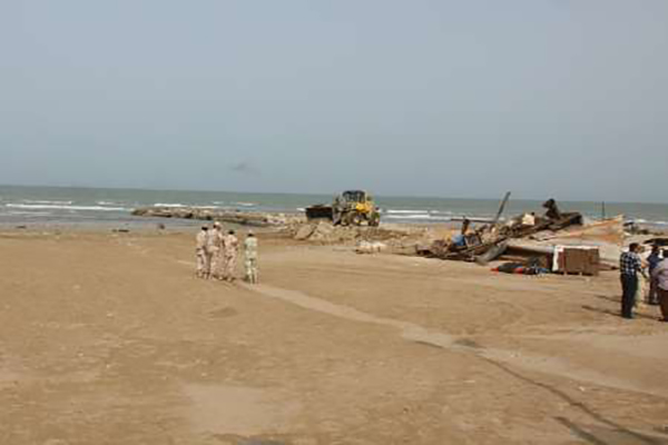 اسکله غیرمجاز تفریحی در حریم ساحل گناوه تخریب شد