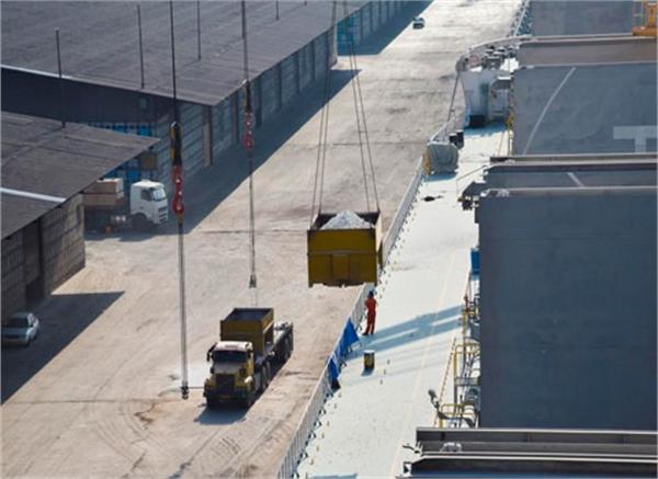 تدوام صادرات محمولات سنگ گچ از مجتمع بندری امام خمینی