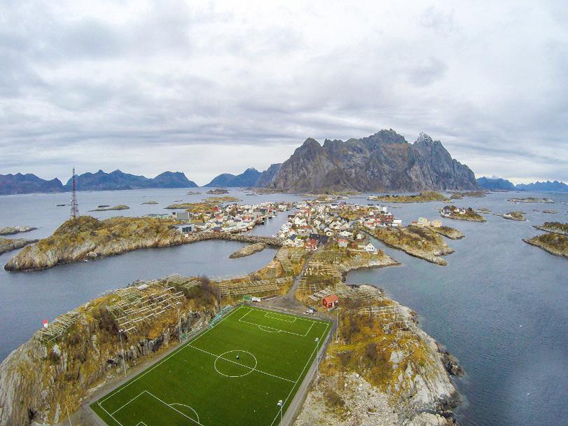 استادیومی خارق العاده روی آبهای دریا