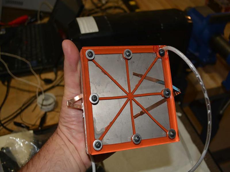 اختراع یک باتری قدرتمند که با آب دریا کار میکند