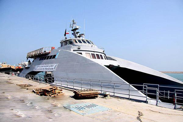 رونمایی از کشتی تندرو آرام در جزیره قشم