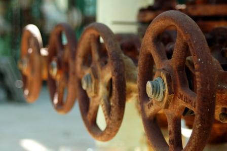 آزمون میدانی ماده بومی ضدخوردگی صنایع نفت و گاز در 9 چاه نفت