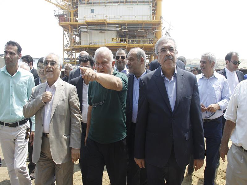 گزارش تصویری بارگیری جکت نفتی f18  میدان نفتی فروزان در قشم