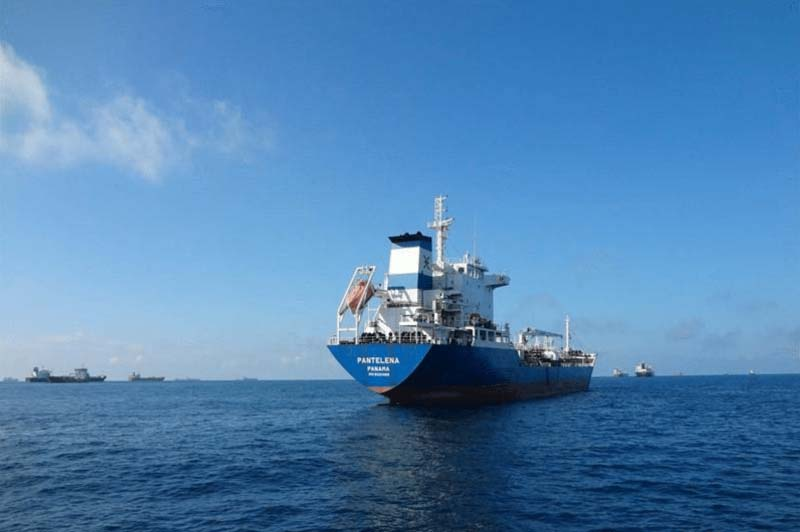 یک نفتکش با 17 ملوان در سواحل آفریقا ناپدید شد