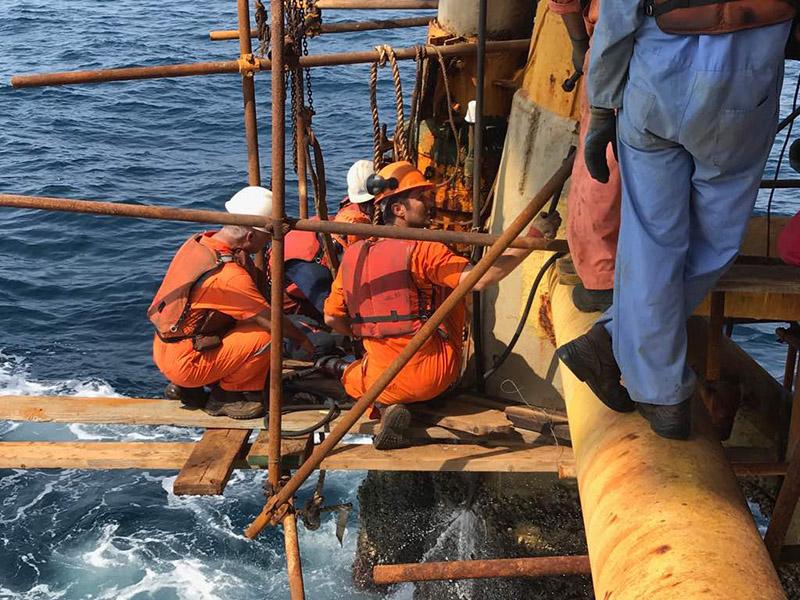 انجام موفقیت آمیز عملیات رفع نشت نفت از رایزر خط انتقال سكوی رشادت