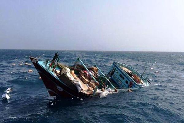 خدمه شناور گرفتار در خلیج فارس نجات یافتند