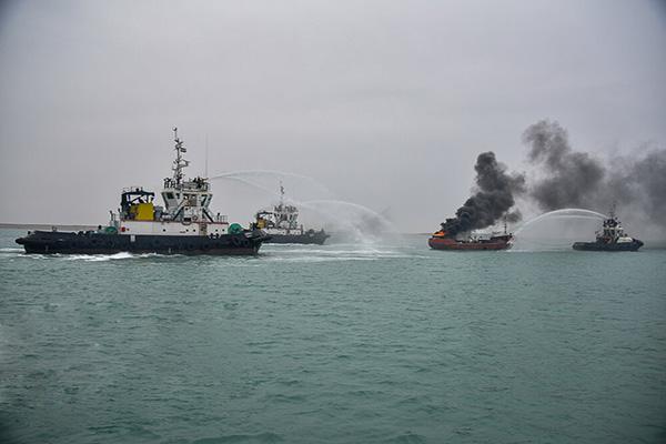 مانور مقابله با شرایط اضطرار دریایی در بندر امام خمینی