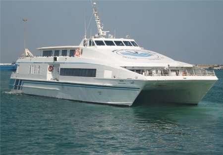 شناور مسافربری با بدنه الیاف کربن محققان کشور به آب انداخته شد