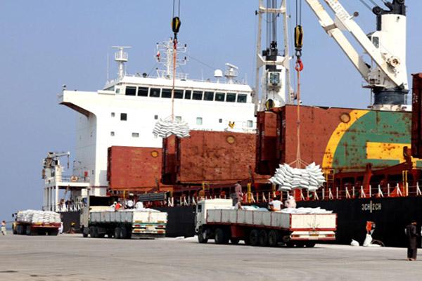 پهلوگیری کشتی چینی حامل 735 هزار کیسه کود در بندر شهید بهشتی
