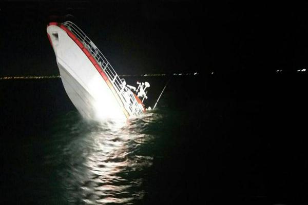 عملیات نجات شناور دریابانی با موفقیت انجام شد
