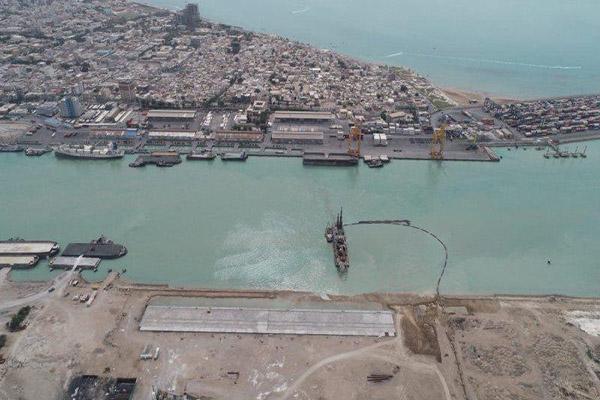 لایروبی اسکله کانتینری جزیره نگین بوشهر آغاز شد